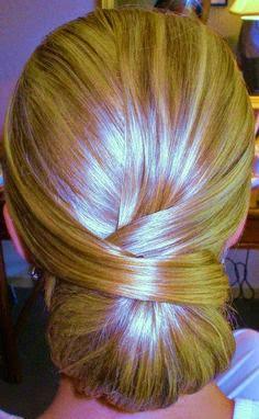 tendencia de penteado 2015 noiva de coque baixo
