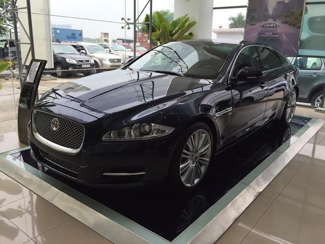 Xe Jaguar XJL Premium Luxury LWB màu đen 02