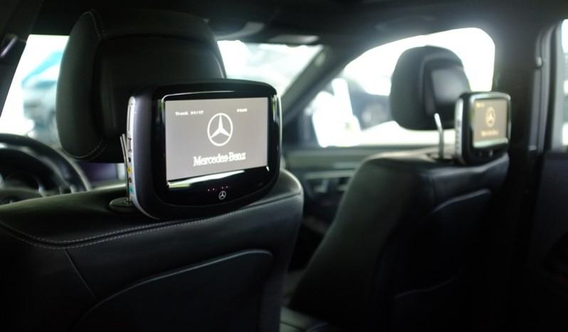 Nội thất xe Mercedes Benz E250 cũ màu xám 010