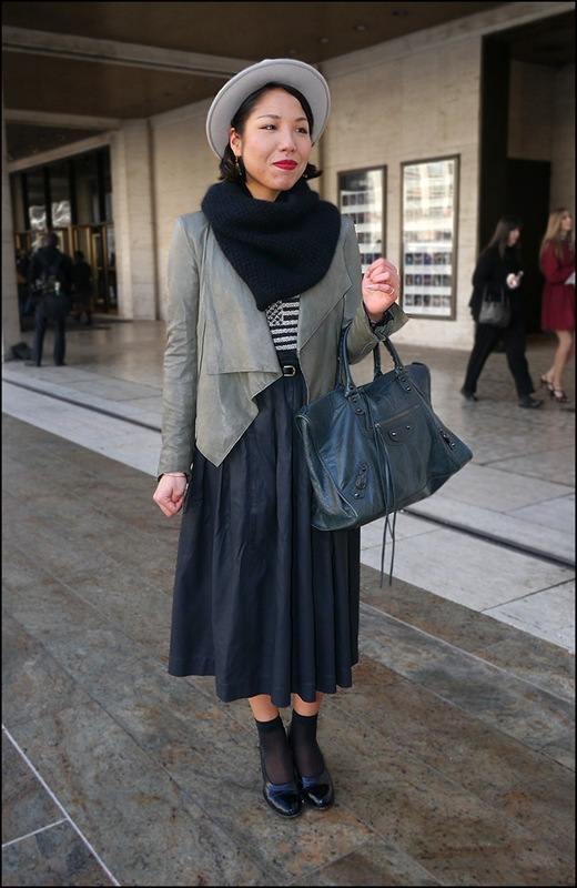 48 light grey hat black scarf gray leather jacket long dark greay skirt slate bag black shear socks black pumps ol bc