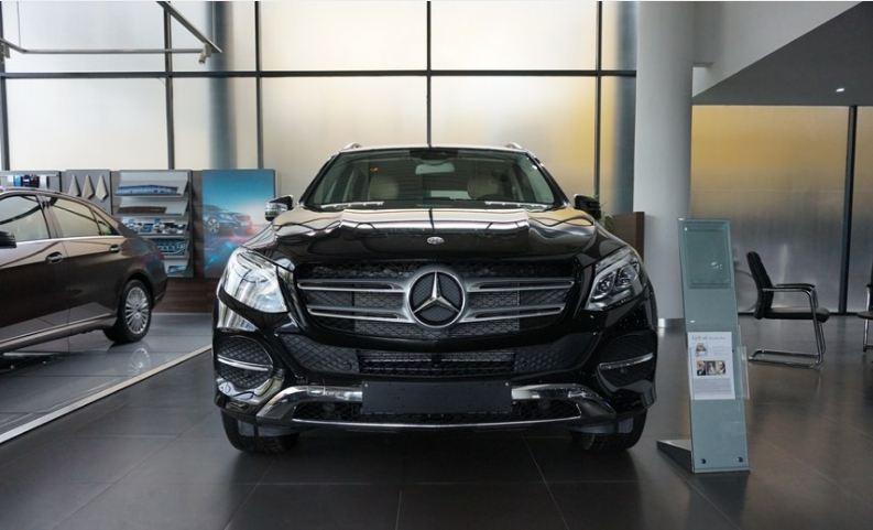 Xe Mercedes GLE 400 4Matic màu đen 01