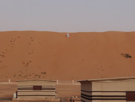 34. Masina pe varf de duna.JPG