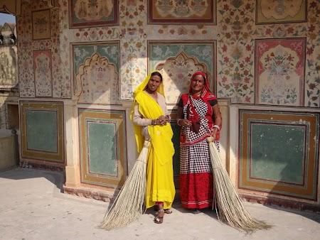28. Femei in port de Rajastan.JPG