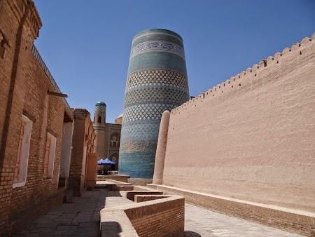 01. Minaretul neterminat din Khiva.JPG