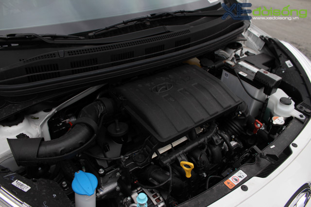 Nội thất xe Hyundai Grand i10 2018 màu đỏ 011