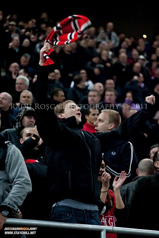 Suporterii britanici sarbatoresc dubla lui Wayne Rooney in timpul meciului dintre FC Otelul Galati si Manchester United din cadrul UEFA Champions League disputat marti, 18 octombrie 2011 pe Arena Nationala din Bucuresti.
