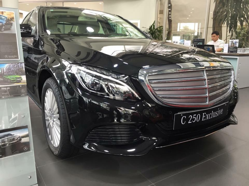 Xe Mercedes Benz C250 Exclusive new model màu đen 04