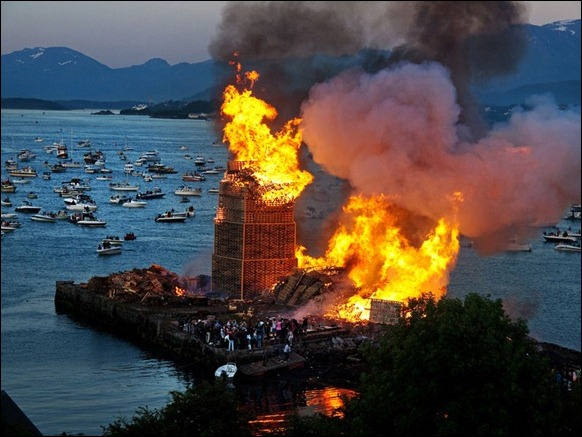 The_World's_Biggest_Bonfire_Ever_08