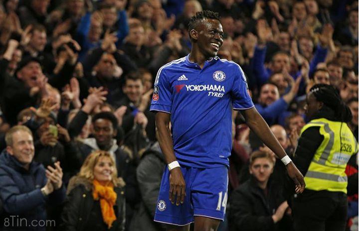 Cháurể Traore ghi bàn mở tỷ số cho Chelsea