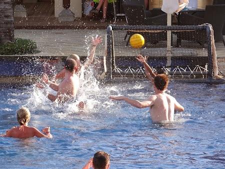 Polo in piscina