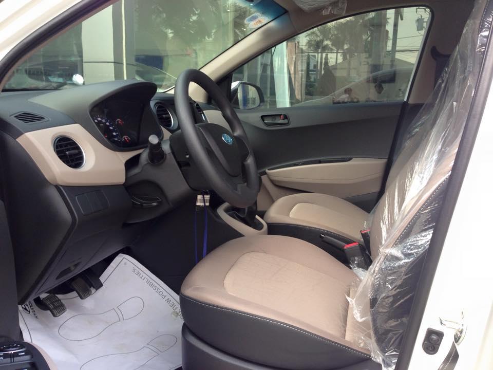 Nội thất xe Hyundai Grand i10 Sedan màu bạc 05