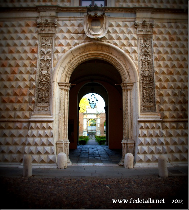 L'entrata del Palazzo dei Diamanti, Ferrara, Emilia Romagna, Italia - The entrance to the Palazzo dei Diamanti, Ferrara, Emilia Romanga, Italy - Property and Copyrights of www.fedetails.net