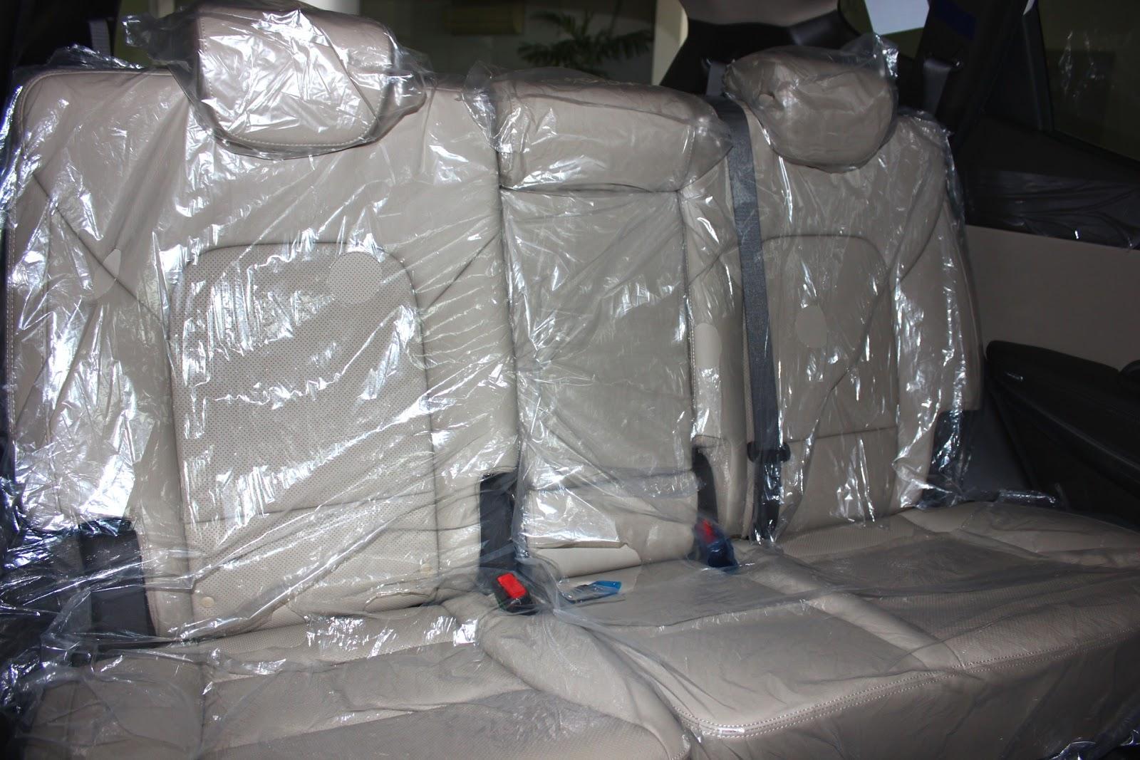 Nội thất xe Hyundai Santafe 7 Chỗ máy xăng màu trắng 011
