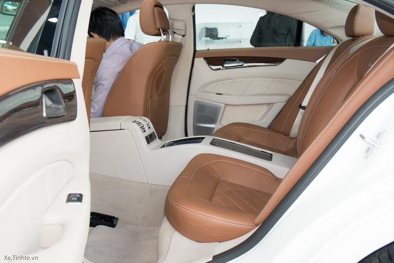 Xe Mercedes Benz CLS500 New Model màu trắng 017
