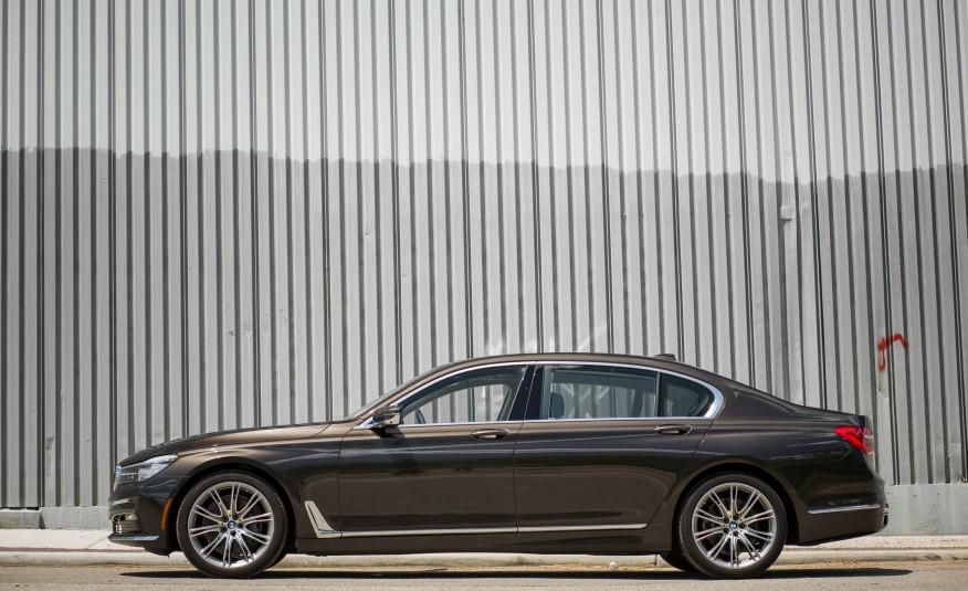 Xe BMW 730Li 03