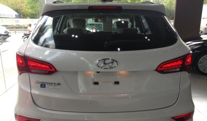 Xe Hyundai Santafe 7 Chỗ máy xăng màu trắng 014