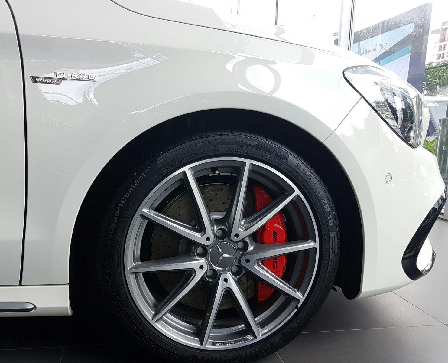 Xe Mercedes Benz CLA45 AMG màu trắng new model 03