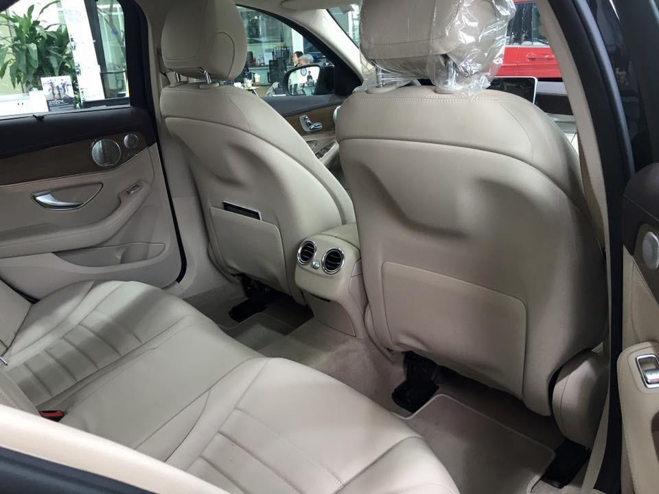 Nội thất xe Mercedes Benz C250 Exclusive new model 05