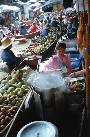 Obiective turistice Thailanda: piata plutitoare.jpg