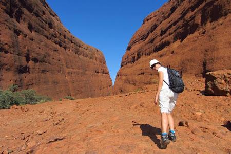 Imagini Uluru: La plimbare pe langa Kata Tjuta