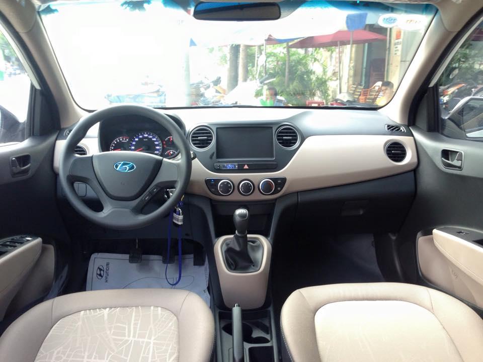 Nội thất xe Hyundai Grand i10 Sedan màu bạc 01