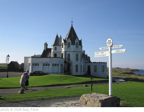 'John o' Groats sign and hotel' photo (c) 2005, Auz - license: http://creativecommons.org/licenses/by-sa/2.0/