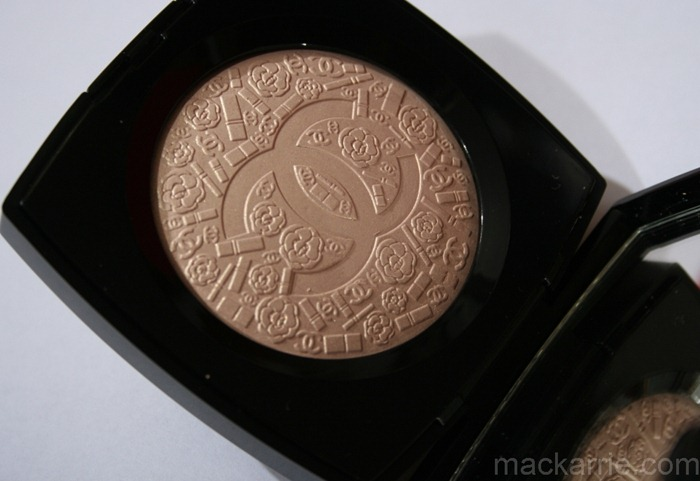 c_PoudreSigneeDeChanelIlluminatingPowder15