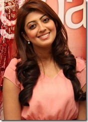 pranitha_latest_cute_stills