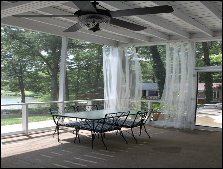 screened porch lower dining area