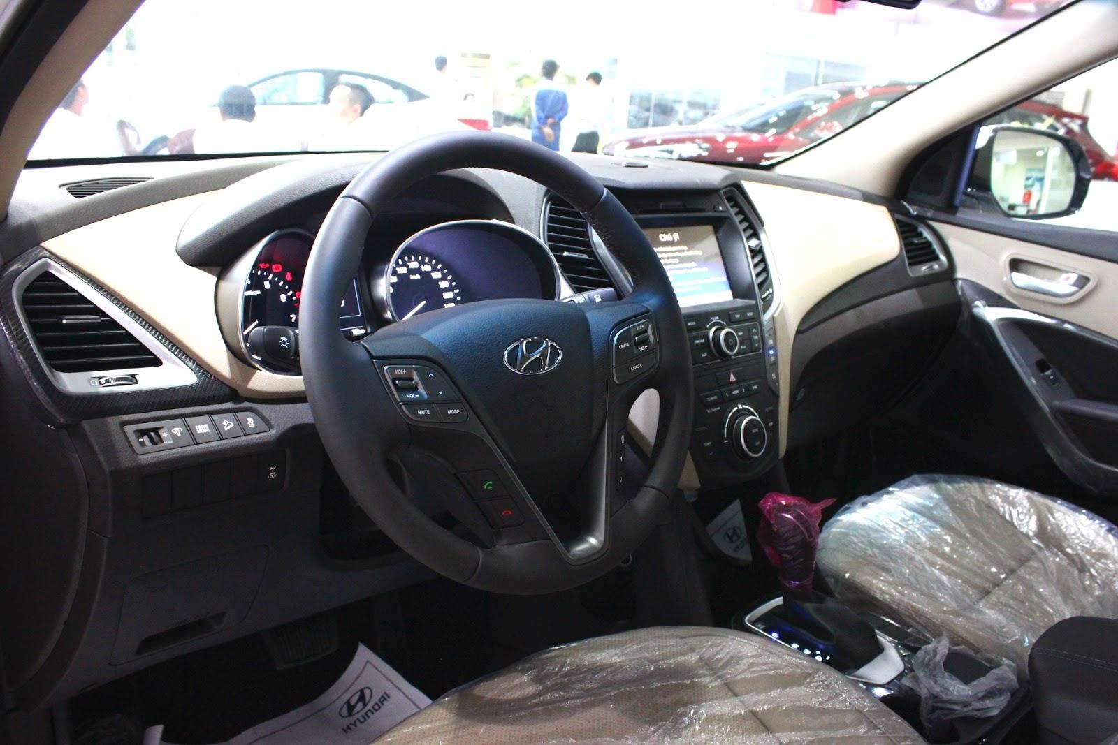 Nội thất xe Hyundai Santafe 7 Chỗ máy xăng màu trắng 016