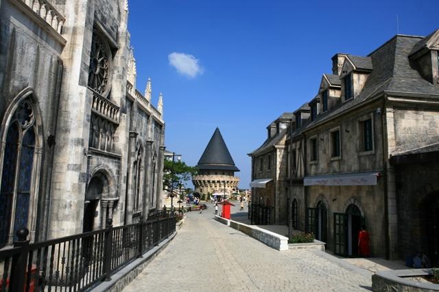 Góc phố Làng Pháp trên đỉnh Bà Nà