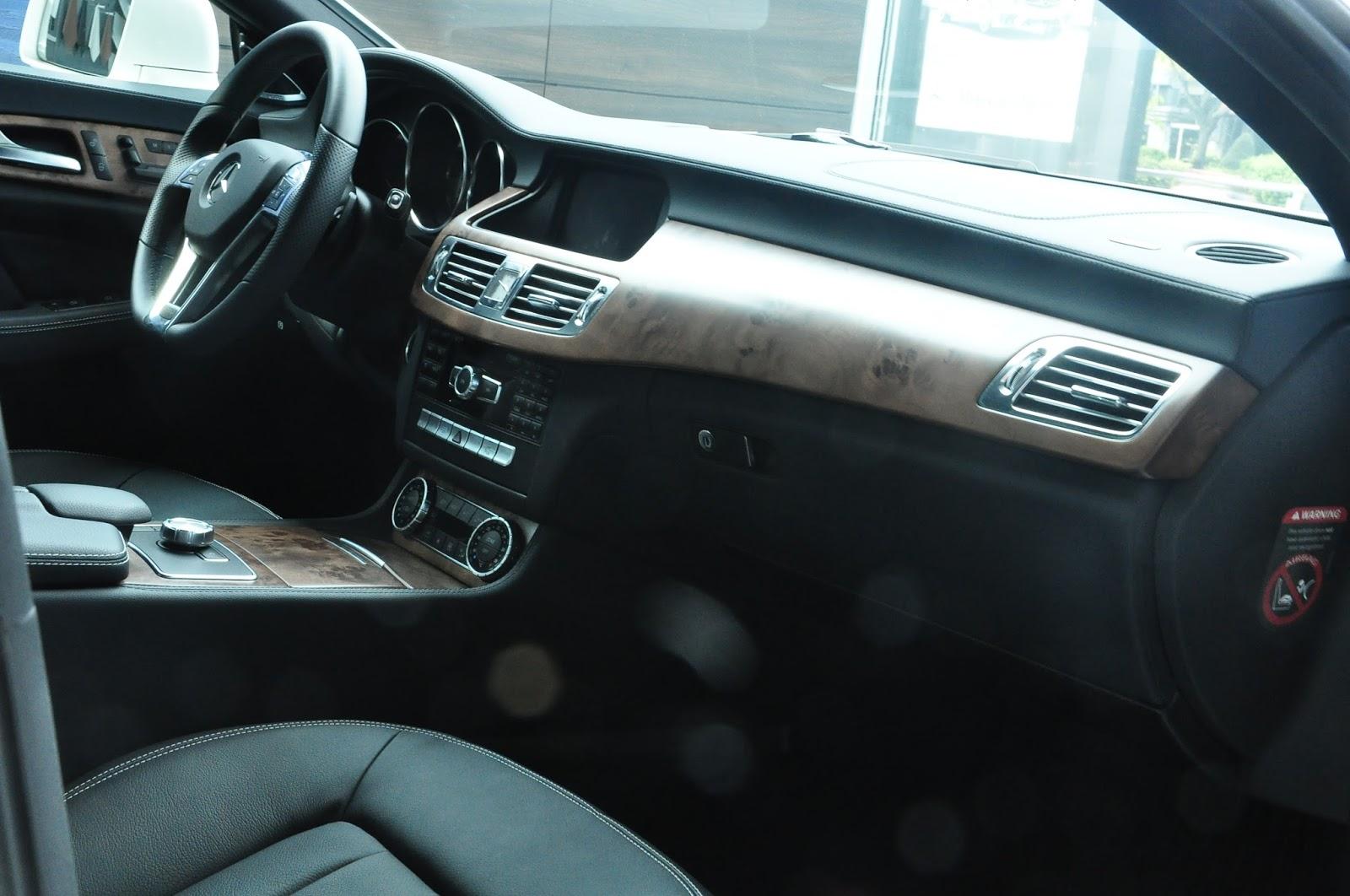 Nội thất xe Mercedes Benz CLS350 New Model màu trắng 03