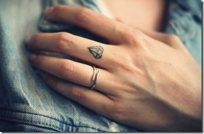 tattoo-blogger-cute-tattoes-ink-body-diamond-fingers-hand