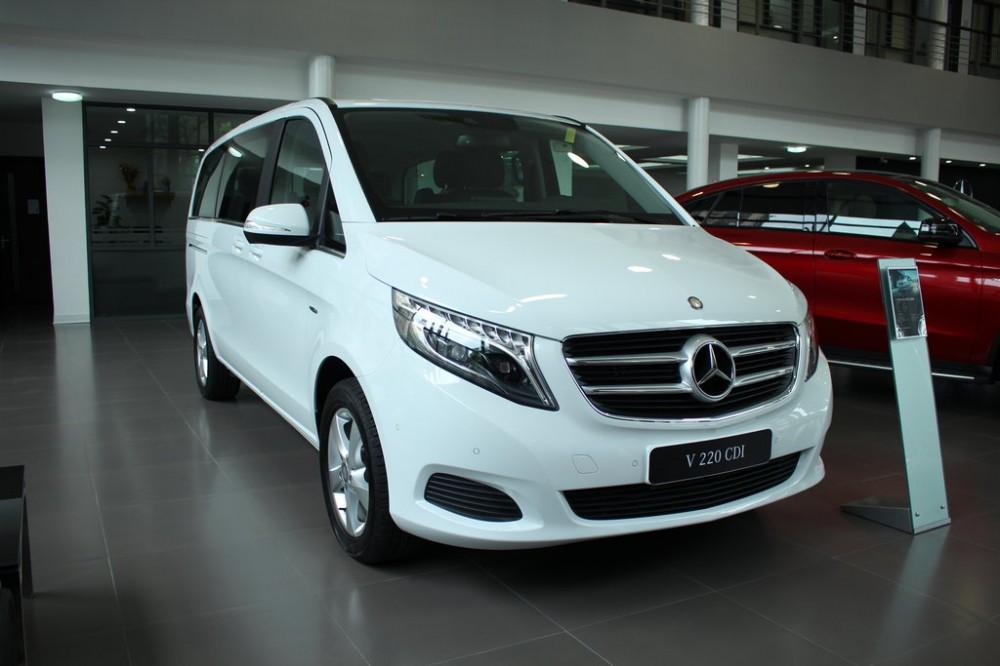 xe Mercedes Benz V220 Máy Dầu 7 chỗ Màu Trắng 01