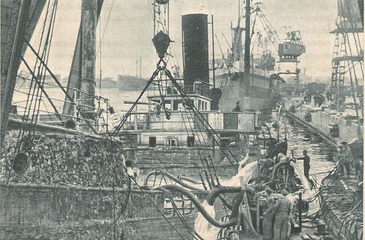 El ESPAÑA NUMERO 3 reflotado. Barcelona. 1939. Foto Jaume Cifre Sanchez.jpg