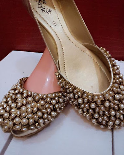 beautifull Kundan Khussa 3 3 all size Are available y Inbox us