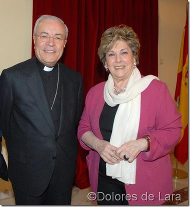 Paloma junto al Nuncio Apostólico de España, Manuel Monteiro de Castro