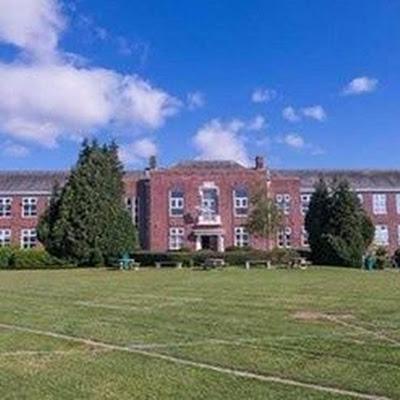 Khoảng 400 bạn học sinh ở hạt Devon vùng tây nam nước