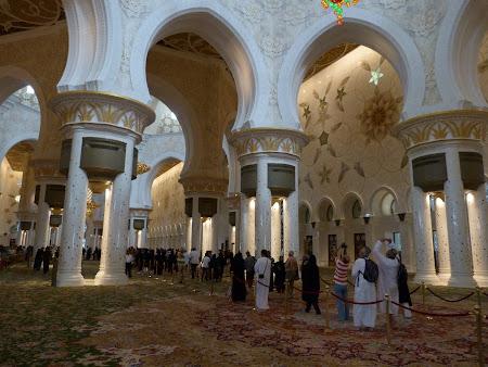 Obiective turistice Abu Dhabi: interior moschee Zayed
