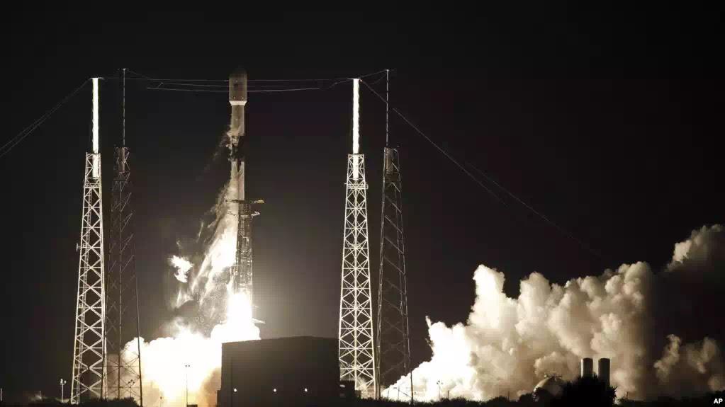 Mỹ đã phóng vệ tinh cung cấp Internet toàn cầu, mở ra kỷ nguyên tự do thông tin