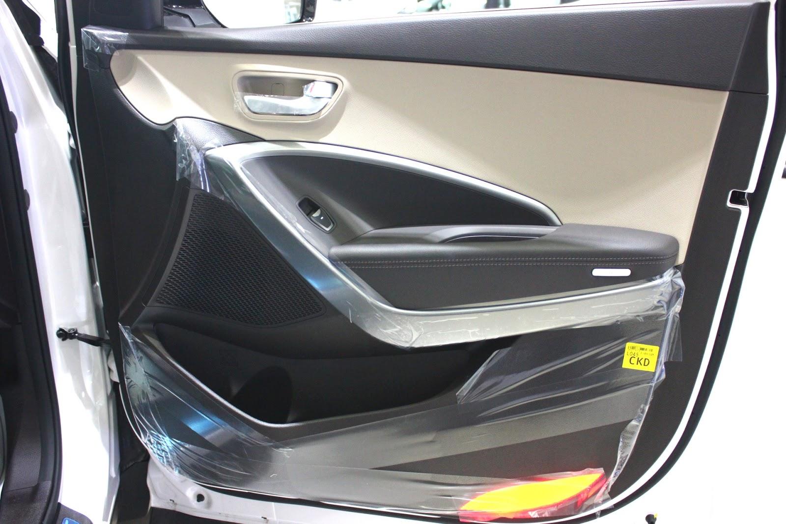 Nội thất xe Hyundai Santafe 7 Chỗ máy xăng màu trắng 08