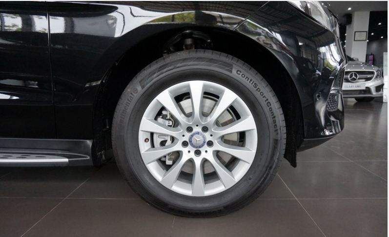 Xe Mercedes GLE 400 4Matic màu đen 05