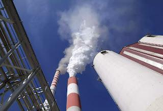 Khói bốc lên từ trạm điện đốt than chính trong khu phức hợp nhà máy nhiệt điện than của Serbia vay vốn của Trung Quốc.