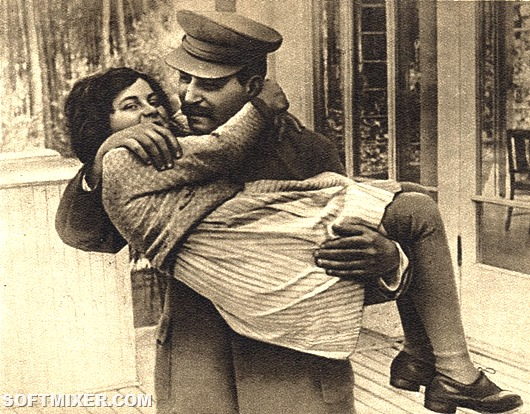 Stalin_with_daughter_Svetlana,_1935