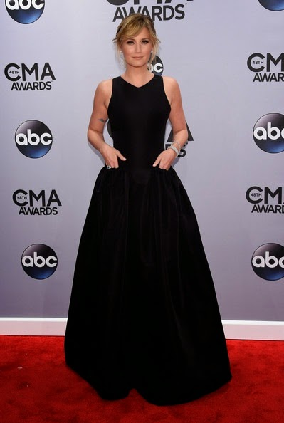 Jennifer Nettles attends the 48th annual CMA Awards