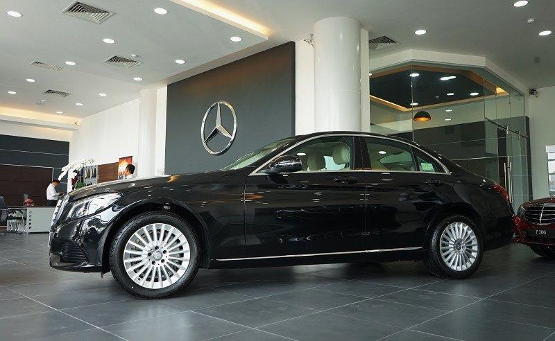 Xe Mercedes Benz C250 Exclusive new model màu đen 05