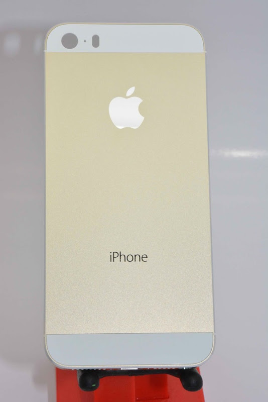 Champagne Apple iPhone 5S surfaces  5