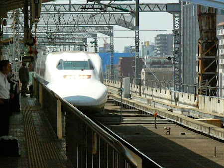 23. Shinkansen in Osaka.JPG