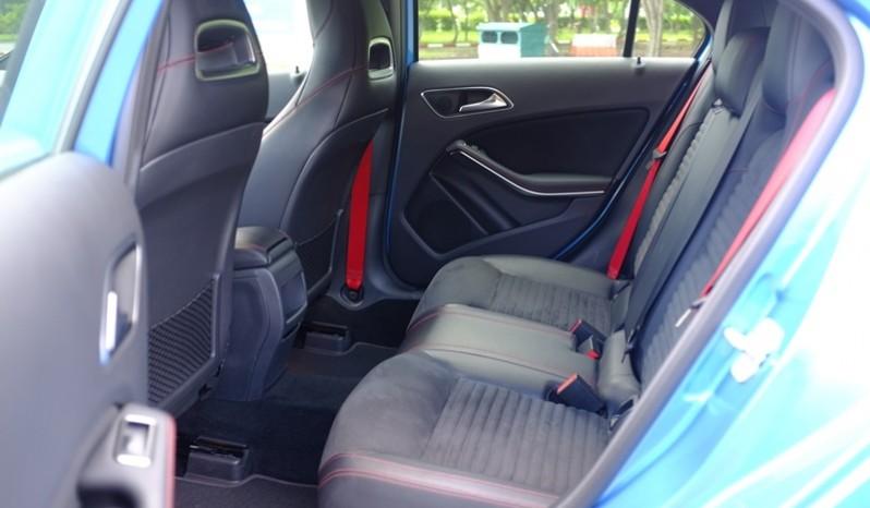 Nội thất xe Mercedes cũ A250 AMG 2014 màu xanh 07