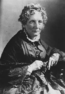 """Harriet Beecher-Stowe, nhà văn người Mỹ, tác giả của tác phẩm """"Túp lều bác Tôm"""", chủ trương bãi bỏ chế độ nô lệ"""